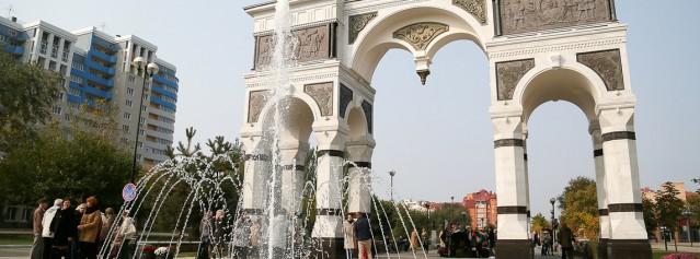В Астрахани торжественно открыли Триумфальную арку и Аллею славы